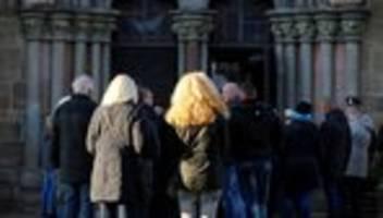 volkmarsen: autofahrer verletzte bei rosenmontagszug mehr als 80 menschen