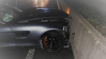 nachrichten aus deutschland: 18-jähriger fährt bei spritztour 510-ps-auto zu schrott– wagen gehört bekanntem seines vaters