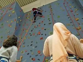 gutachten von migrantenverbänden: kopftuchverbot an schulen rechtlich möglich