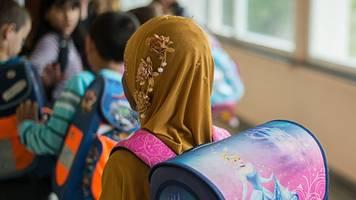 nach gutachten: unionspolitiker wollen kinderkopftuchverbot in schulen