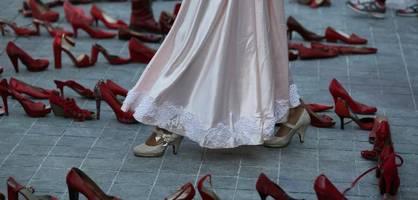 millionen frauen protestieren in mexiko gegen männergewalt
