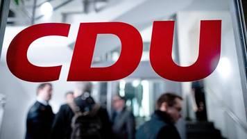cdu-parteitag: kandidaten-trio akzeptiert verschiebung