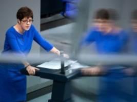 wettbewerb um cdu-vorsitz: kramp-karrenbauer kritisiert merz und röttgen