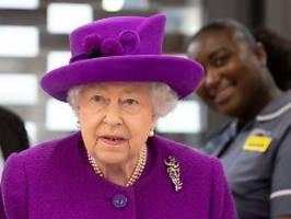 grund für den plötzlichen umzug?: berater der queen wird positiv getestet