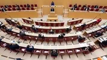 Kabinett in Corona-Zeiten: Bayern sucht Wege aus der Krise
