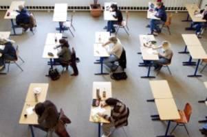 Bildungspolitik: Sollen Abi-Prüfungen in Hamburg wegen Corona ausfallen?