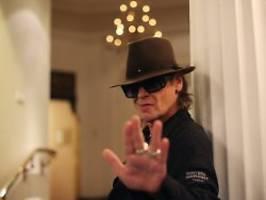 an einem geheimen ort: udo lindenberg flüchtet aus hotel