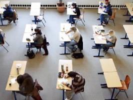 mehr zeit für 88.000 schüler: nrw verschiebt abiprüfungen