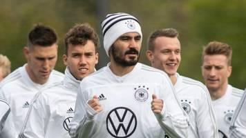 coronavirus-pandemie: fußball-nationalspieler gündogan unterstützt kreis heinsberg