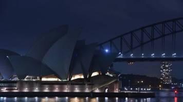 millionen menschen schalten zur earth hour weltweit eine stunde das licht aus