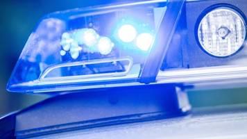 Mann flüchtet vor Kontrolle: Unfall mit zwei Verletzten