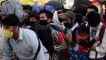 Ausgangssperre: Indische Gastarbeiter fliehen massenhaft aus Metropolen