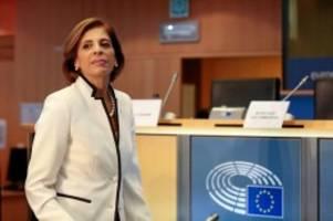Interview: EU-Kommissarin lobt deutsche Hilfe für Corona-Patienten