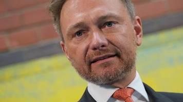 FDP-Chef zur Coronakrise: Christian Lindner: Wir brauchen eine Strategie, wie wir das alles wieder öffnen