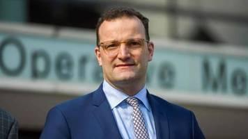 news zum coronavirus: gesundheitsminister spahn sieht keinen anlass für masken-pflicht