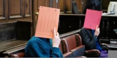 Prozess in Hamburg: Drei von der Parkbank: Prozess in der Coronakrise
