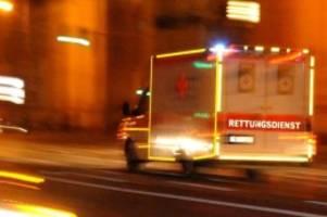 Unfälle: Kanalreinigungsfahrzeug prallt gegen Baum