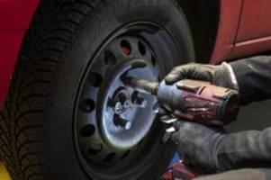 Winter- auf Sommerreifen: Corona-Krise macht den Reifenwechsel schwierig