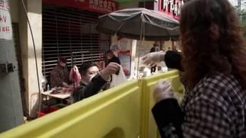 Video: Wuhan hebt die strikten Beschränkungen der Bewegungsfreiheit auf