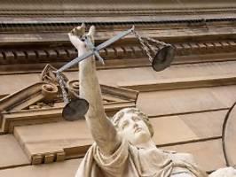 Dutzende Verdächtige und Opfer: Männer wegen Kinderpornografie verurteilt