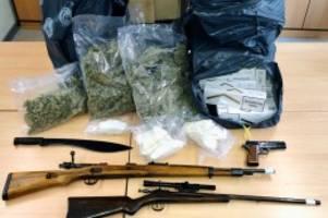 kreis pinneberg: waffen, geld und drogen: sek nimmt 27-jährigen in wedel fest