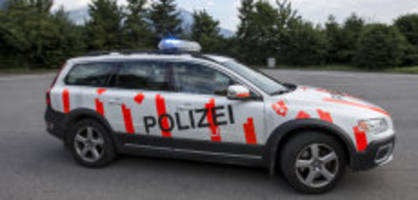 grosseinsatz in kerns ow: person verschanzt sich in haus