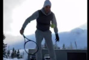 Schnee-Tennis: Federer meldet sich aus dem Schneegestöber