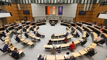 berliner abgeordnetenhaus prüft plenarsitzungen in der messe
