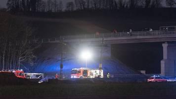 Polizei zu tödlichem Zugunglück: Betonteil-Sturz auf Gleise