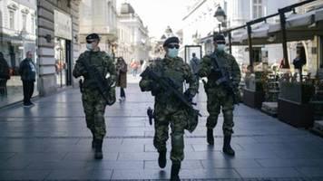 Serbiens Regierung zieht Dekret zur Berichterstattung über Corona-Krise zurück