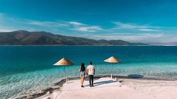 Gutscheine statt Rückzahlung: Streit um Urlaubs-Erstattungen: Die Reisenden zahlen dafür, dass der Staat einen Fehler gemacht hat