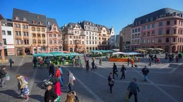 Menschen in Rheinland-Pfalz halten sich an Kontaktverbot