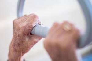 verband fürchtet klagen bei corona-ausbruch in pflegeheimen