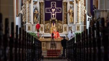 Katholiken wütend: Klagen gegen Gottesdienstverbot eingereicht – auch Peter Hahne fordert: Macht Ostern die Kirchen auf!