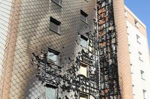 Hochhaus-Fassade brennt: 25 Bewohner in Sicherheit gebracht