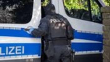 Rechtsextremismus: Ermittler in Hessen beschlagnahmen Waffen und NS-Devotionalien