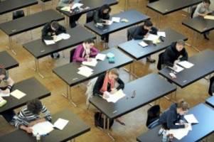 abiturprüfungen: berlins abiturienten fordern absage der prüfungen