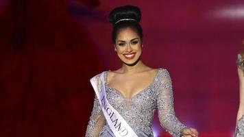 bhasha mukherjee: assistenzärztin: miss england legt die krone ab, um im kampf gegen corona zu helfen