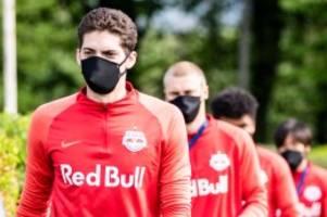 sport in der coronakrise: ministerium schlägt masken für fußballprofis vor