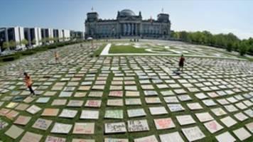zehntausende menschen nehmen an online-klimademo teil