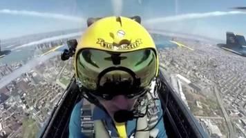 kunstflug über new york: atemberaubende bilder: us-luftwaffe bedankt sich mit formation bei corona-helfern