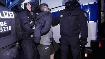 gewalttätige ausschreitungen: nach berliner mai-randale: 25 personen vor haftrichter