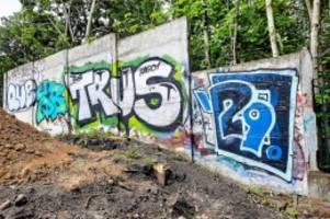 hinterlandmauer: denkmalschützer retten beschädigtes stück der berliner mauer