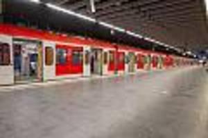 Gemeinschaftliche Körperverletzung  - Mann wird wegen fehlender Maske aus Zug geworfen - und rächt sich brutal an Zugbegleiter