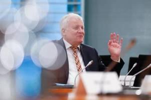 seehofer kündigt neue maßnahmen gegen extremismus an