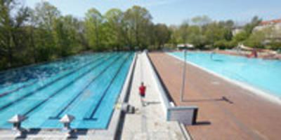 start der berliner freibadsaison: Überholen verboten