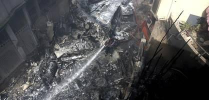 passagiermaschine über wohngebiet abgestürzt