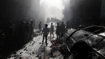 schneise der verwüstung - flugzeugabsturz in pakistan: suche nach ursache geht weiter