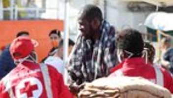 Italien: Hunderte Flüchtlinge auf Sizilien angekommen