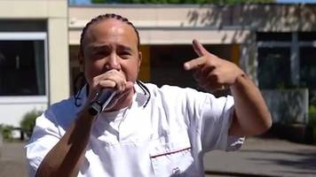 Über das Coronavirus: Absolut cooler Typ!: Deutscher Pfleger sorgt mit Rap-Musikvideo für Aufmerksamkeit